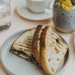 Ostesmørbrød med steinsopp